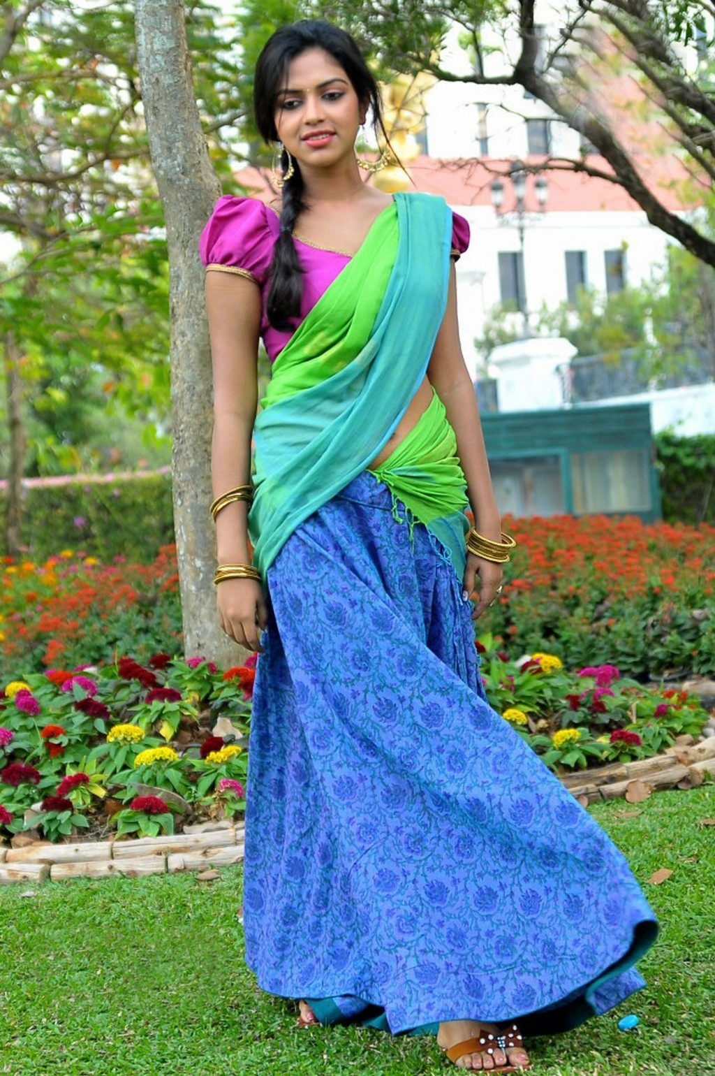 Lovely & beautiful Amala paul latest half saree pics collection