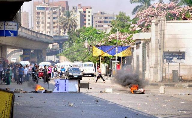 صور تُنشر لأول مرة لأحداث ميدان الجيزة ونفق الهرم أثناء مذبحة الفض 1486748_10202609913549479_617834101_n