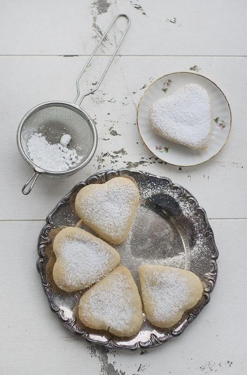 biscotti a forma di cuore per san valentino / st. valentine heart cookies