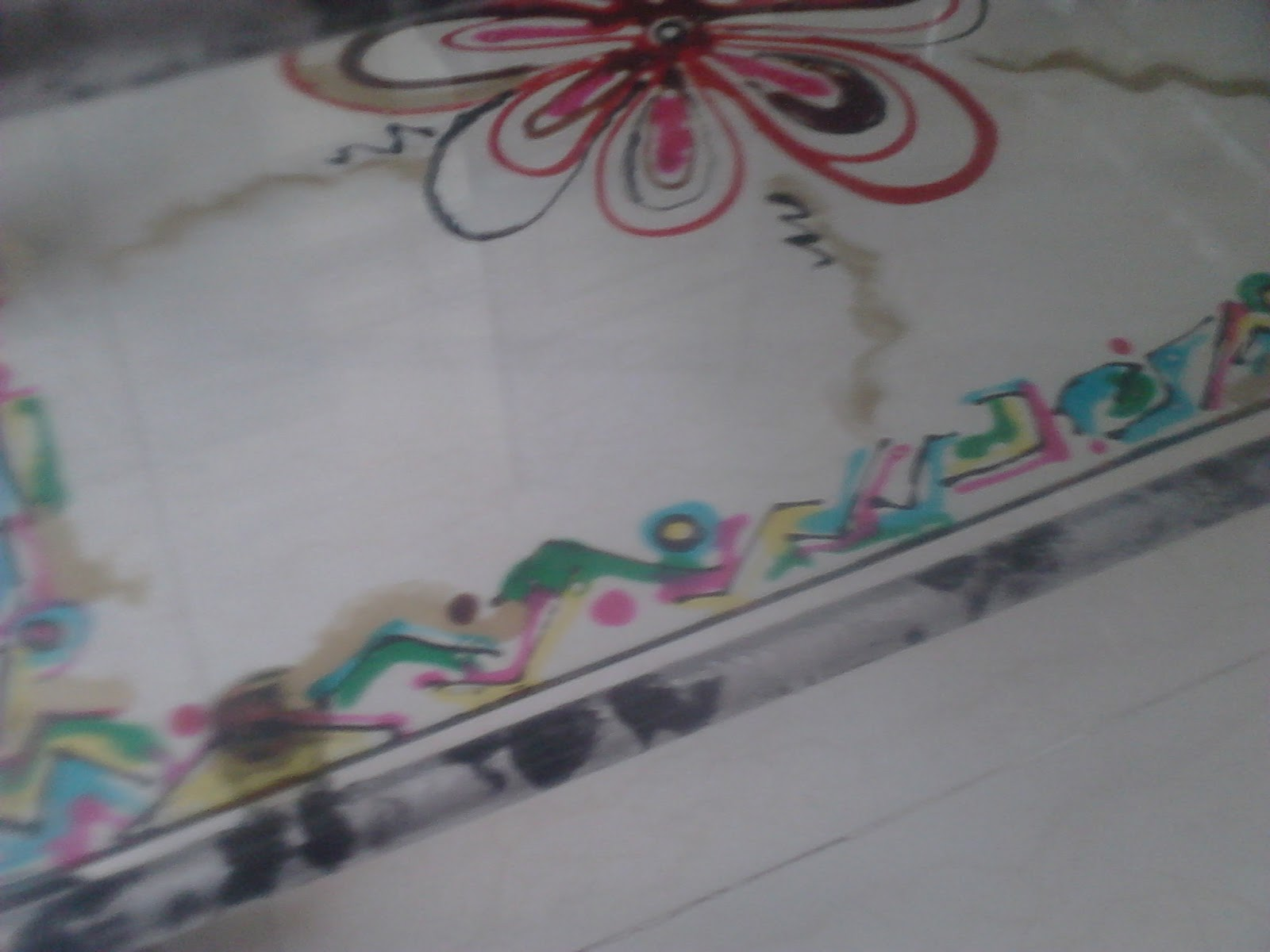 Painting Glass Table Top http://razarts.blogspot.com/2012/07/how-to-paint-with-glass-paints-easy.html