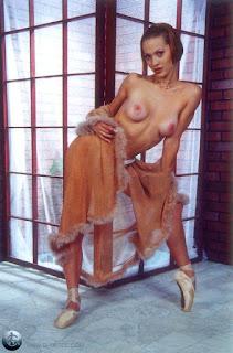 twerking girl - rs-06-757371.jpg