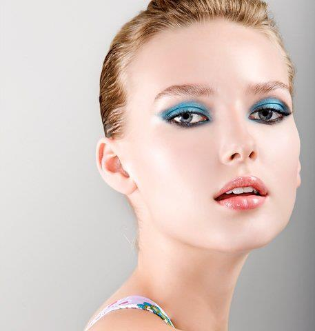 Eye makeup for blue eyes and fair skin