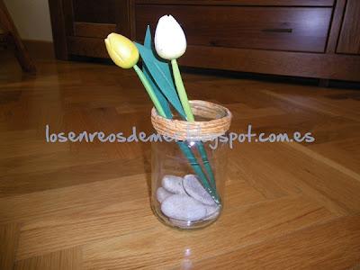 Tarro de cristal transformado en jarrón