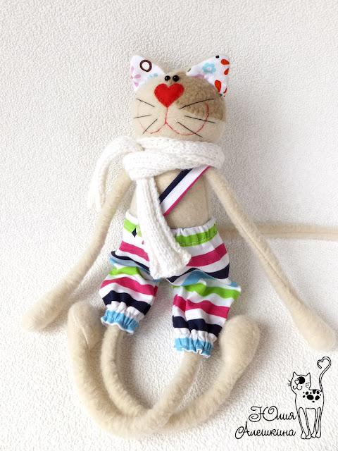 Кот хулиган Лёха - немного йог