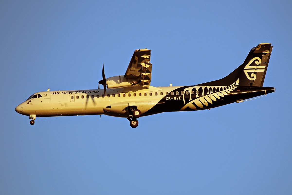 brisbane airport movements  air new zealand link at76 zk