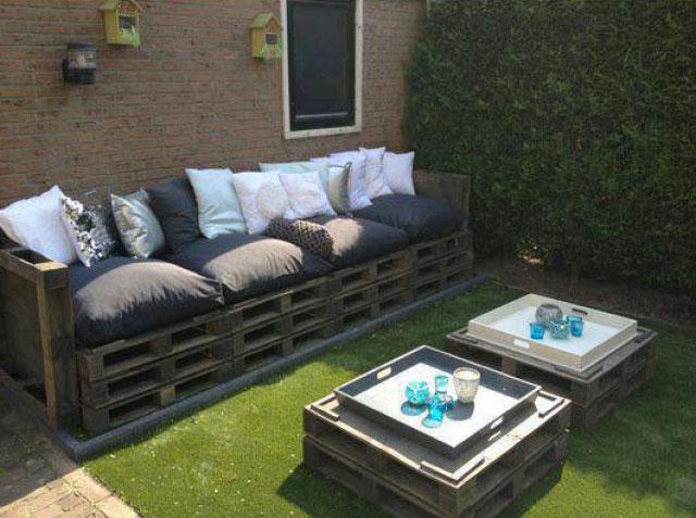 Sof y mesa doble de palets para el for Sofas palets jardin