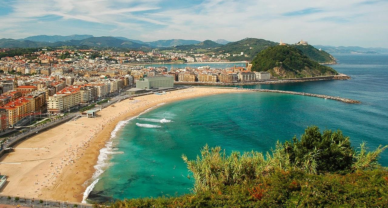 Multas de hasta 200 euros para los bañistas que invadan la zona de los surfis...