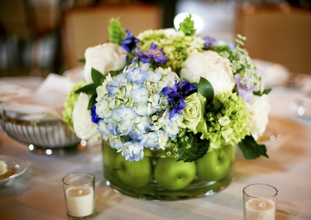 Hydrangea wedding centerpieces decorate in a