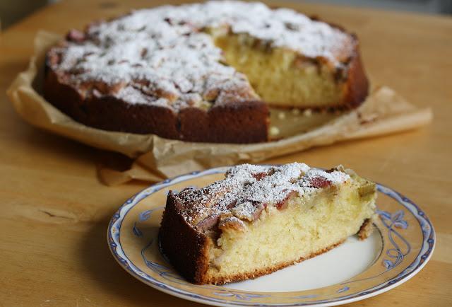 banalne, szybkie do wykonania ciasto ucierane z owocami