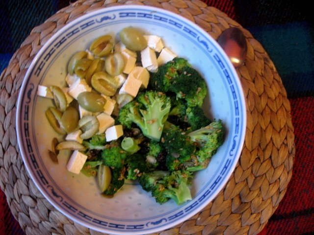 veganza; weganizm; brokuły; tofu; oliwki; ziarna; wegetarianizm; vegan; veganism