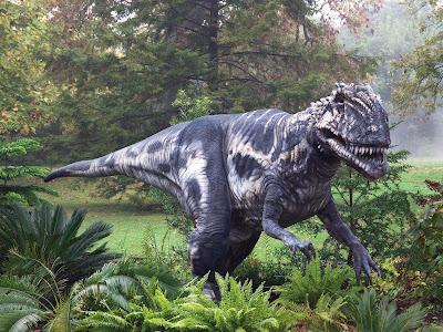 Peligroso dinosaurio entre los grandes jardines