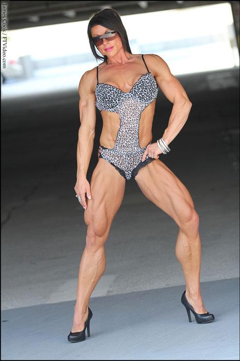Lyris Cappelle Female Muscle Bodybuilding Blog FTVideo Flexing