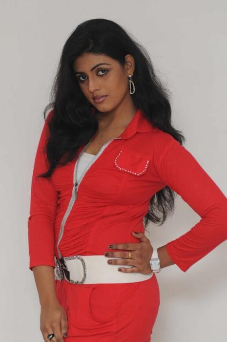 vaagai sooda vaa iniya lates red dress latest photos