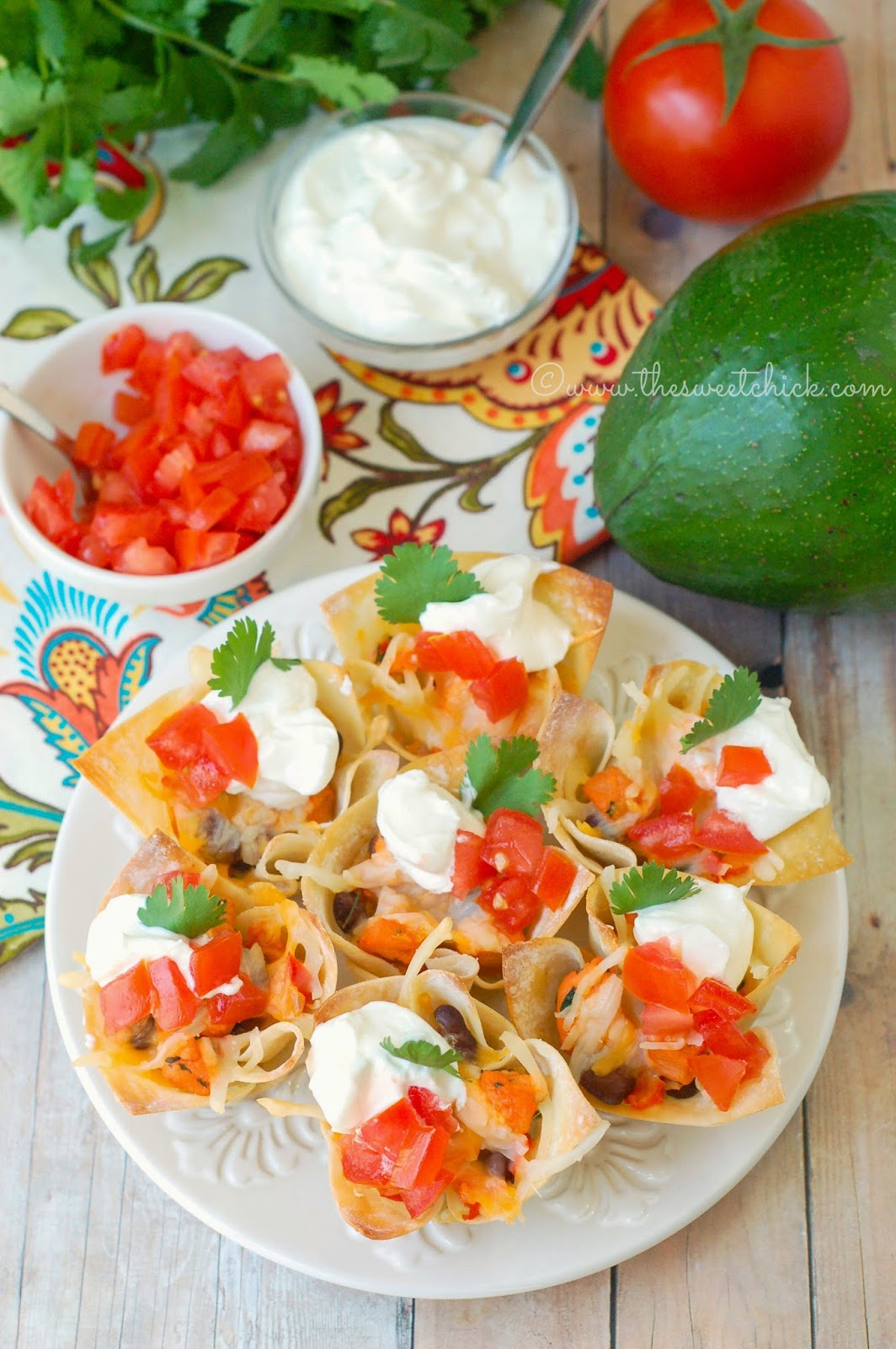 Chicken Quesadilla Wontons @www.thesweetchick.com