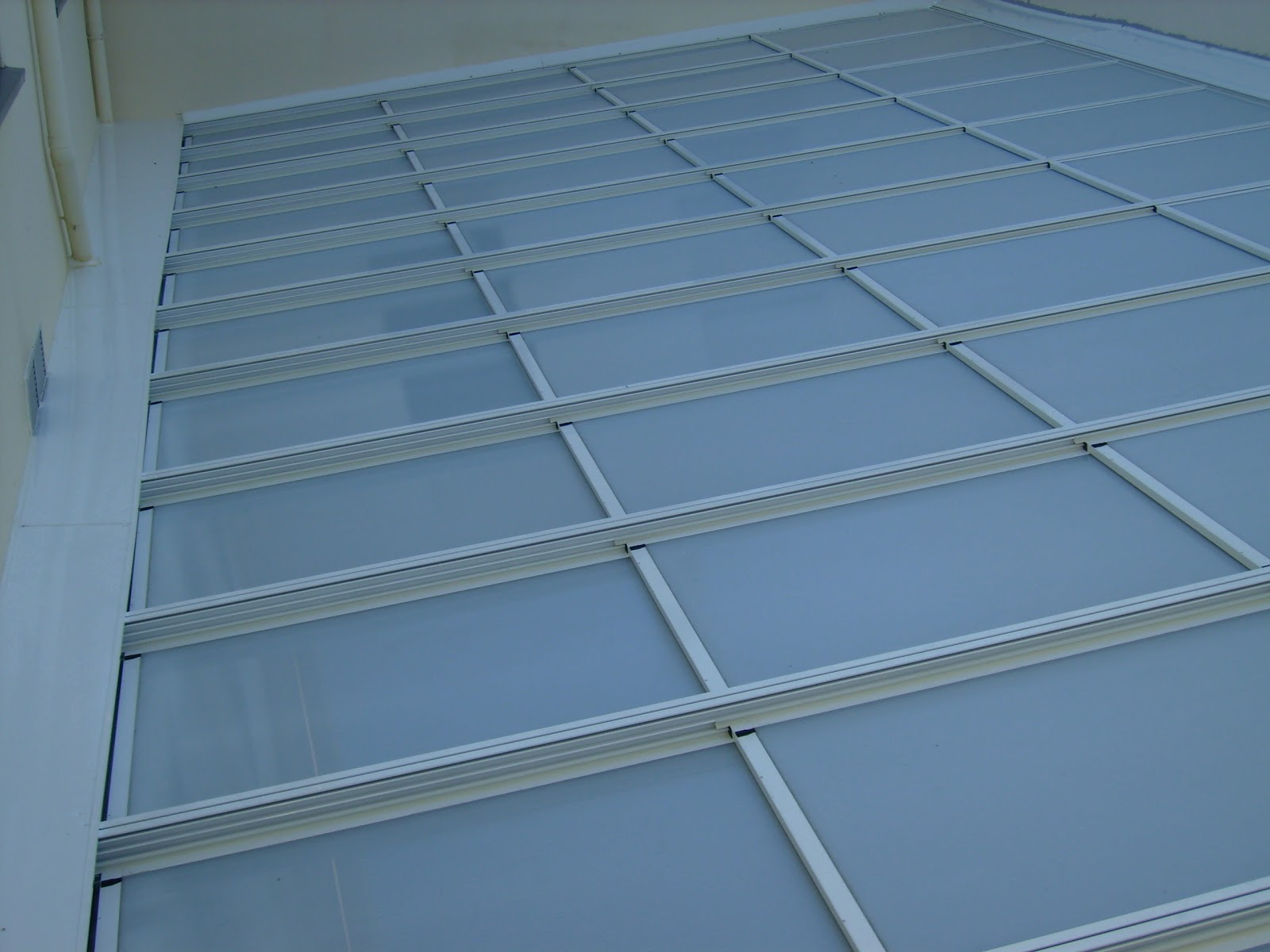 Ventajas de los tejados de policarbonato tejados y for Tejados prefabricados