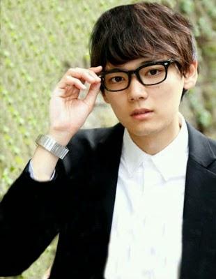 Yuki Furukawa kacamata