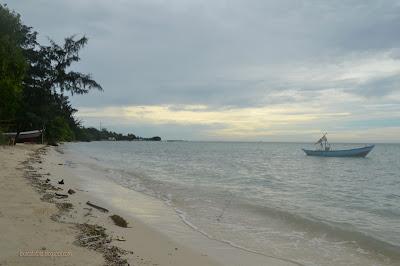 Pantai Saung Perawan di Pulau Tidung Besar