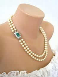 Biege Pearls w/ Swarovski Emerald