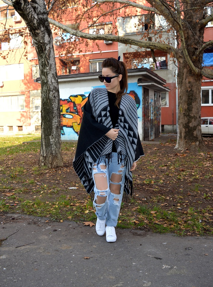 outfit, cape trend, black poncho, black and grey, poncho, ripped jeans, white sneakers, styling cape poncho
