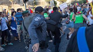 Radical judeu fundamentalista apunhala seis pessoas na parada gay