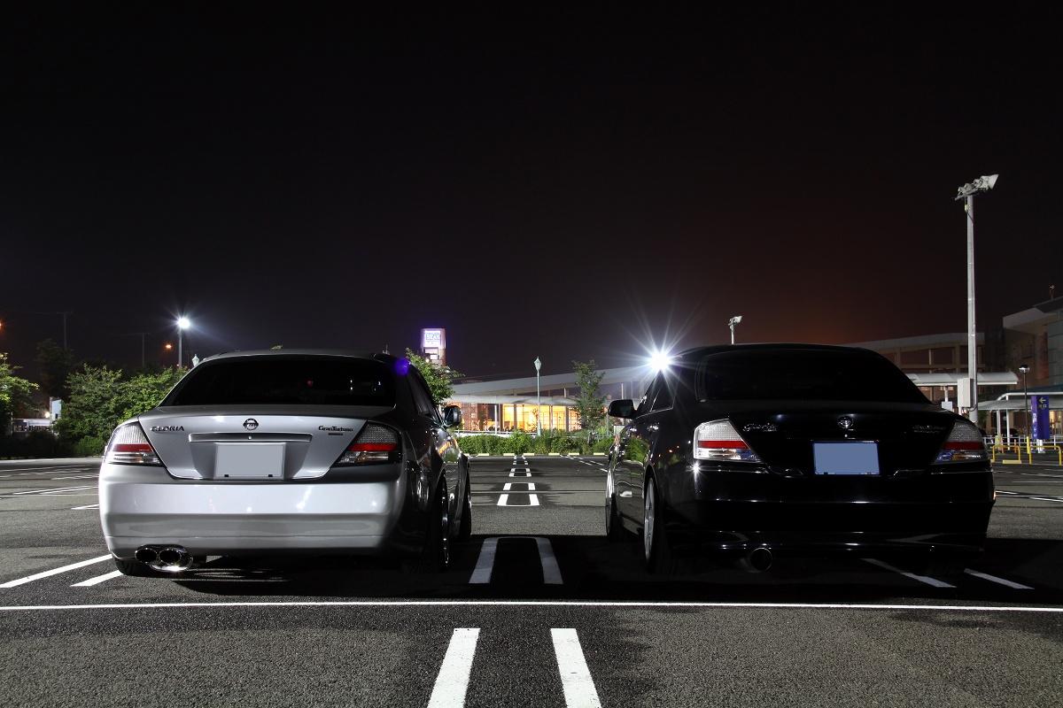 Nissan Gloria Y34, japoński samochód, motoryzacja, jdm, zdjęcia, fotki, photos, tuning, nocna fotografia, samochody nocą, po zmroku, auto, sedan, napęd na tył, rwd, wysoka jakość, luksusowy