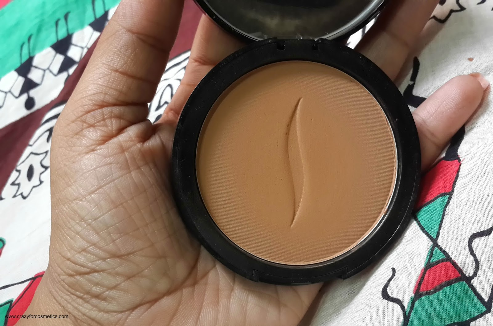 Sephora Bronzing Powder in Shade Medium Review and Swatches- Sephora Bronzer Powder in shade Medium review- Sephora in Paris- Sephora shopping- Sephora cosmetics bronzer powder- Sephora Contour powder- Matte bronzer powder