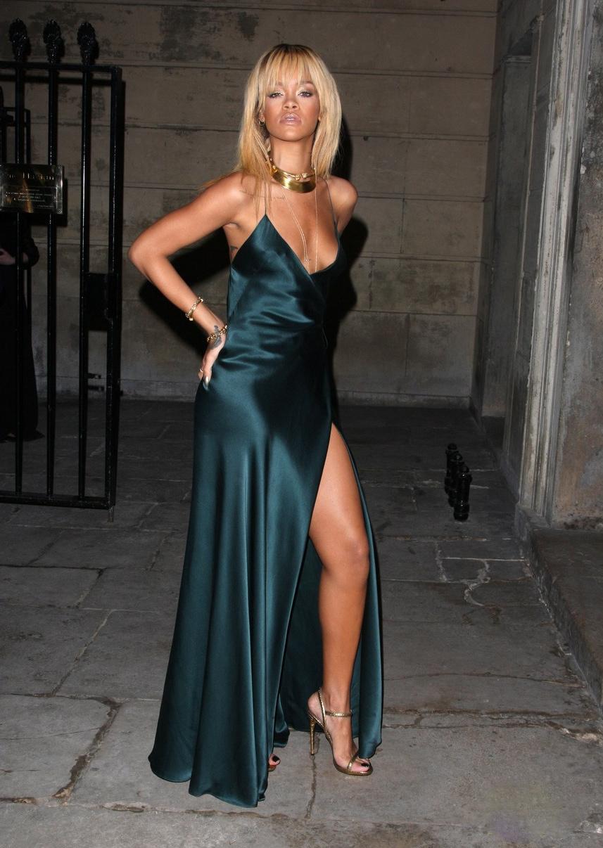 Hayku A.: Rihanna: Stella McCartney for London Fashion Week!
