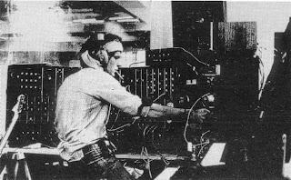 Richard Pinhas trabajando con los sintetizadores Moog 3P y ARP 2600 en el Heldon Studio en 1976