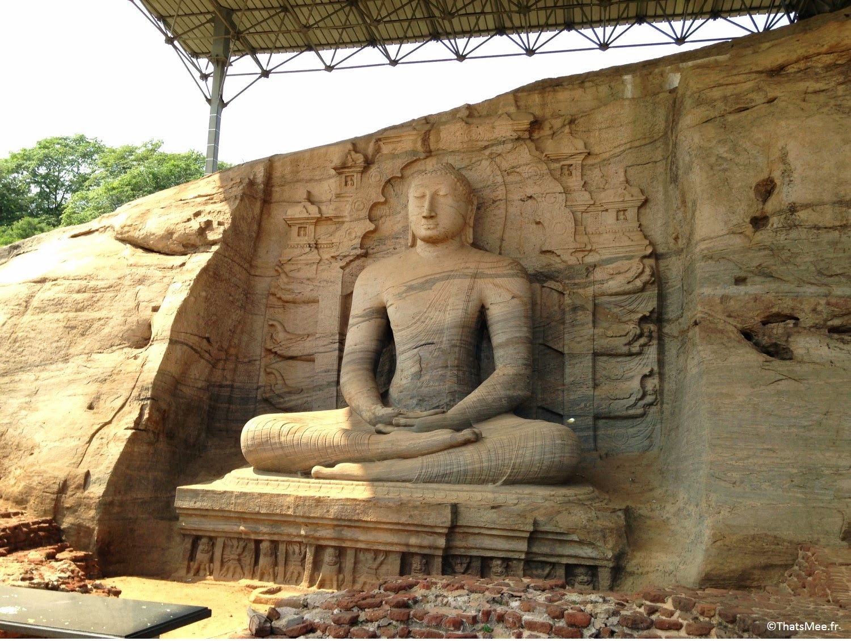 Sri-lanka bouddha assis Anuradhapura