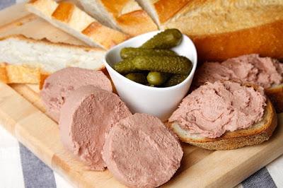 Pate được làm theo công thức từ bánh mì dư.