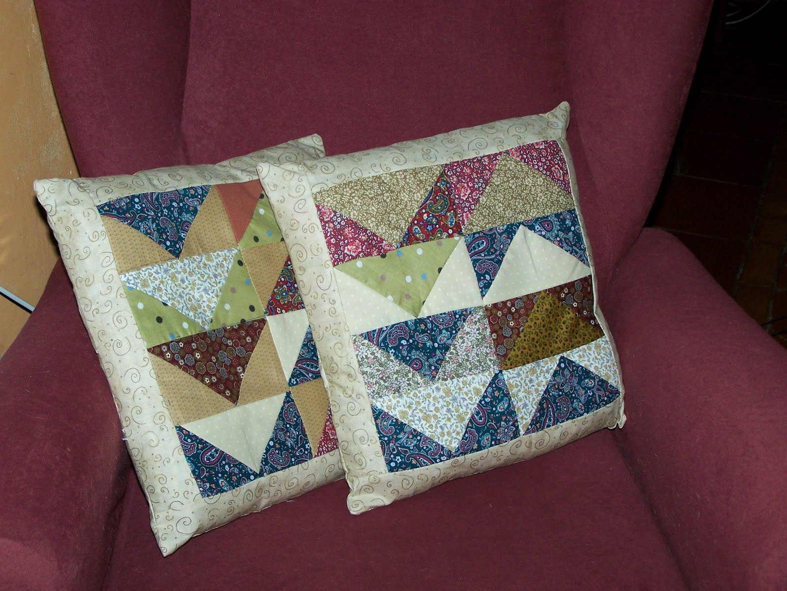 la petite maison de patchwork : cojines vuelo de la oca Cushions