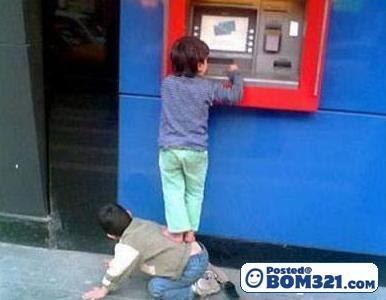 Lawak Di Mesin ATM