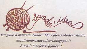 Sandra lavora a maglia, clicca e guarda