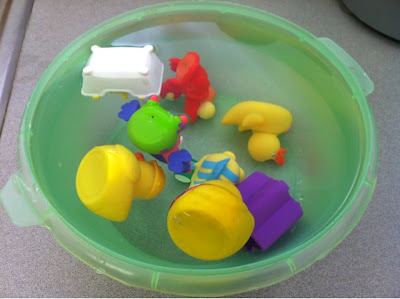 "Toddler Summer Fun: freeze a bowl of bath toys, and then use water guns or buckets to ""save the ducks!"" www.thebrighterwriter.blogspot.com"