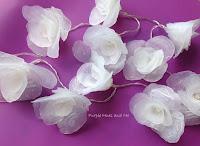 http://plumperfectandme.blogspot.com/2015/08/flowers-made-of-hot-glue-diy.html