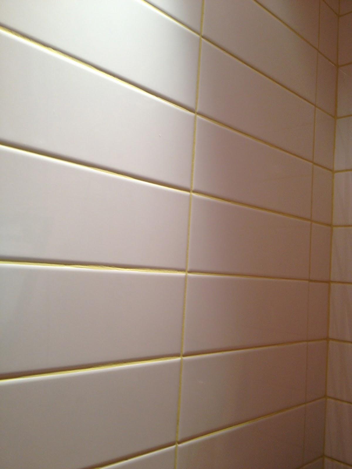 Azulejos brancos com rejuntes coloridos uma boa opção #503723 1200x1600 Banheiro Branco Com Rejunte Escuro