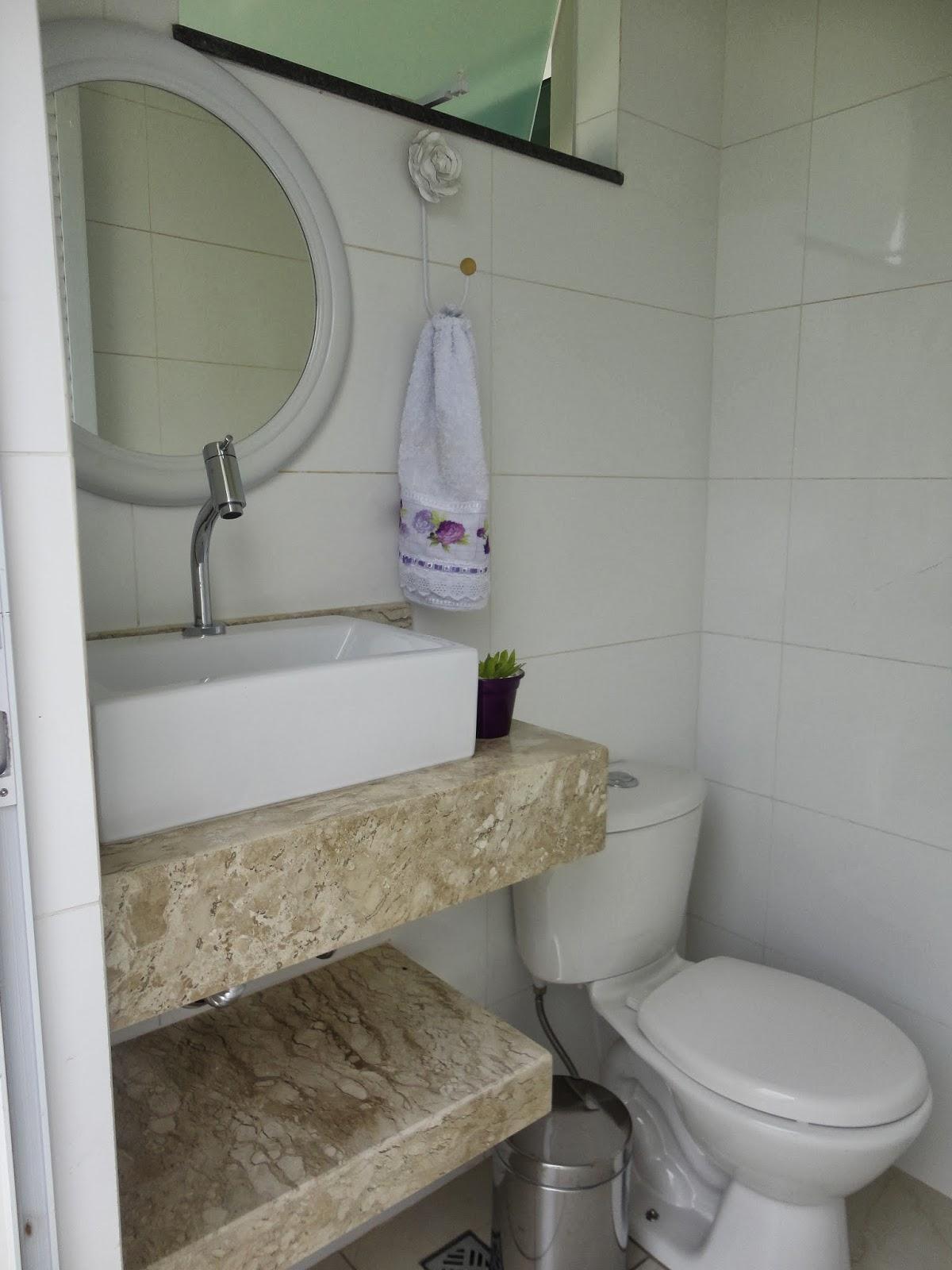 porta no haal de entrada do 2° piso onde pretendo um dia decorar com #585040 1200x1600 Banheiro Com 2 Portas De Entrada