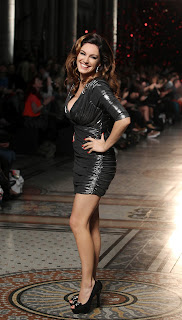 Kelly Brook does a turn on the catwalk