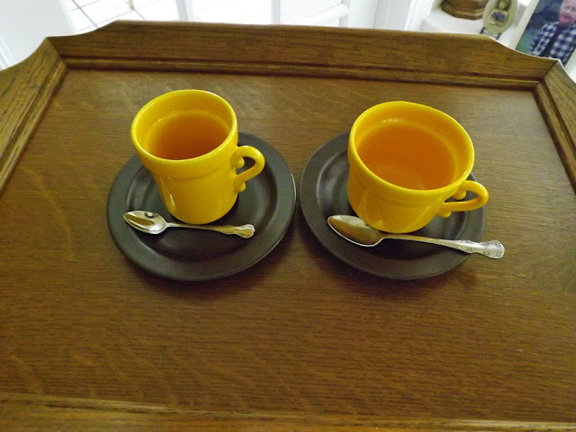 Though These Are Not Tapered Down I Presume That The One To Left Is A Coffee Cup And Right Tea This From Potterie De Driehoek In