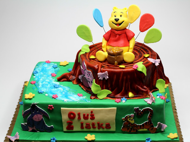 Children's Birthday Cakes in Disney's Theme - Winnie the Pooh Cake