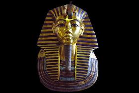 120357289  378578b - Vidrio azul enlaza al Rey Tutankamón con las mujeres Nórdicas de la Edad de Bronce