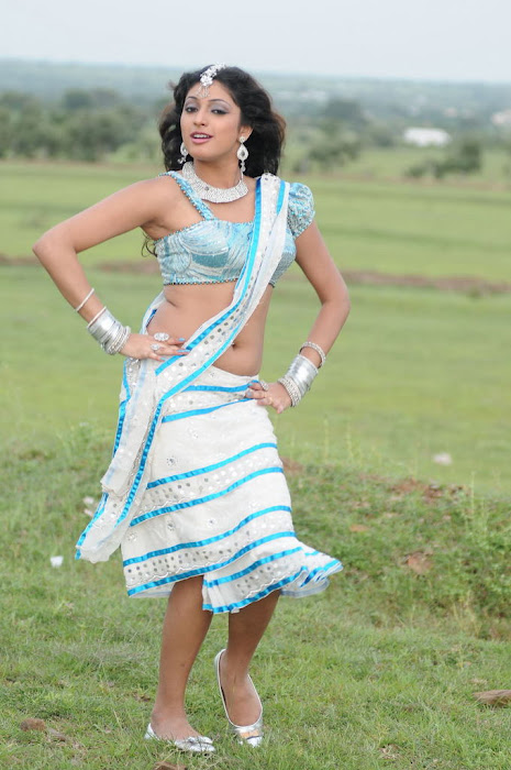 haripriya spicy dancing actress pics