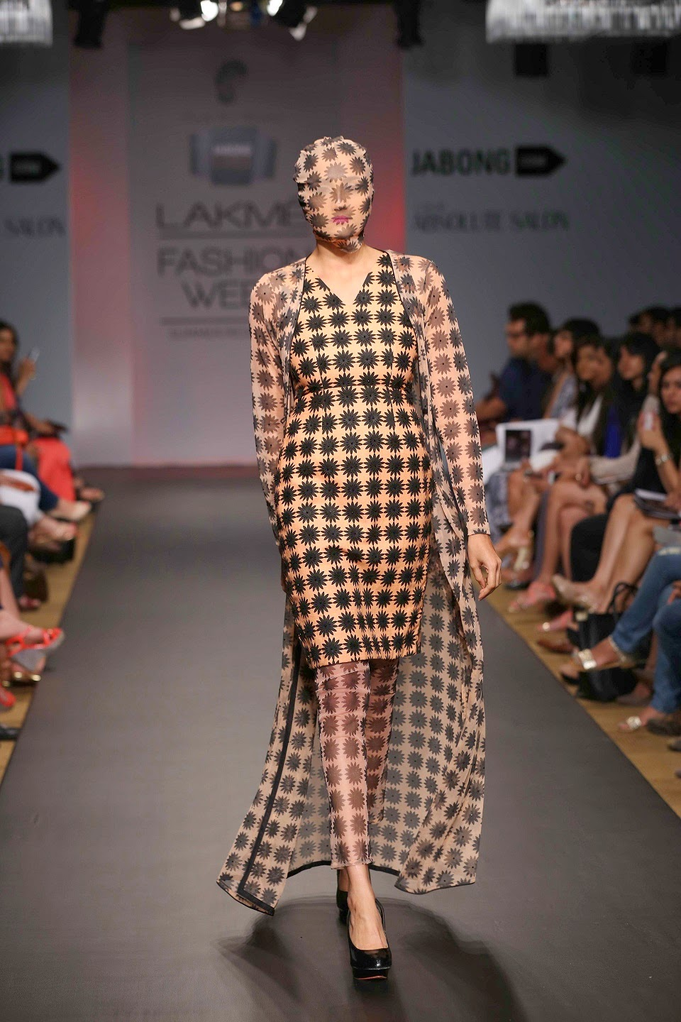 The designer further worked with sheer fabrics, net, khadi, pure silk crepe, and georgette along with shimmer material for a fresh, breezy look.