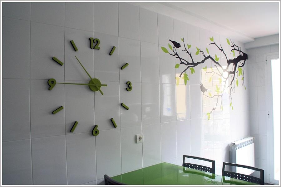 Antes y despu s un vinilo diy en la pared de la cocina for Vinilos para azulejos de cocina