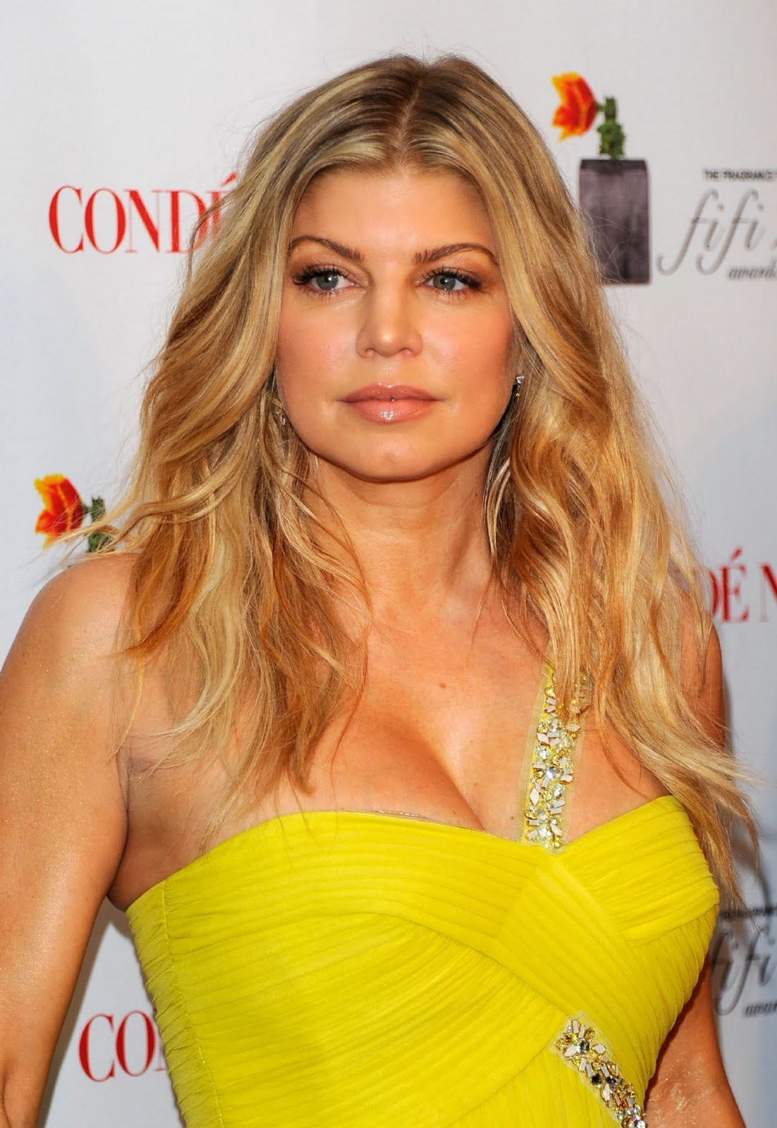 Fergie close face look at 2011