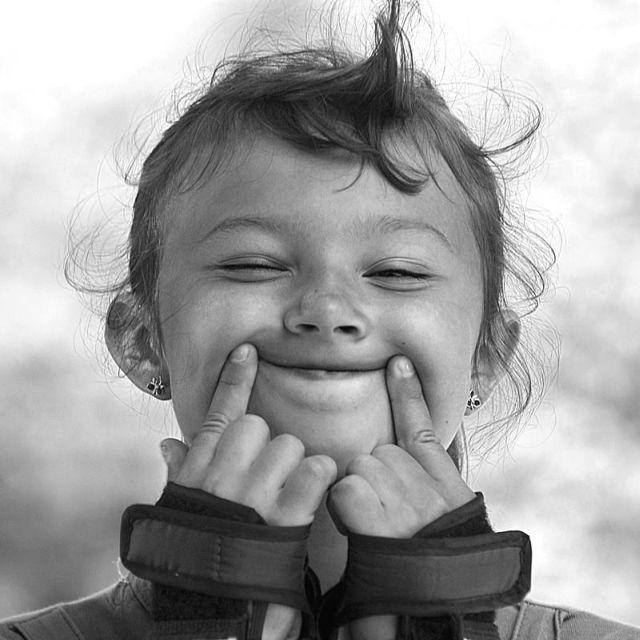 Senyum, tersenyum, tersenyumlah