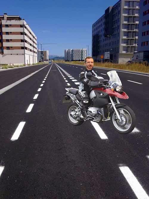 Maroto en moto por Arkaiate