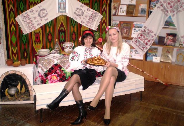 Дві Тетяни - Ковтун (ліворуч) і Верещак - ведучі вечорниць.