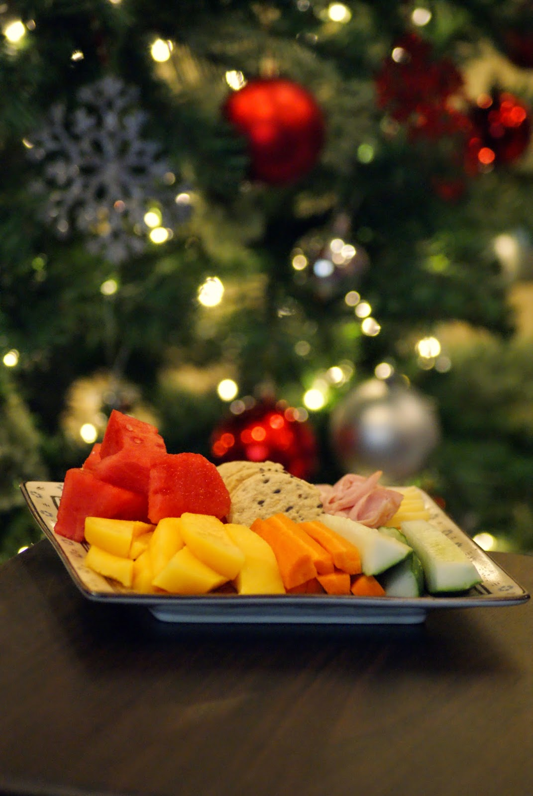 Snacky Picnic Dinner by the Christmas Tree - Christmas Advent Calendar Activities