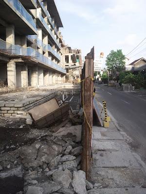 Harris Condotel Seminyak - Jl. Drupadi No. 99 Seminyak - illegal setback from Jl Drupadi